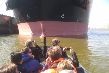 Eemshaven, rib varen, grote schepen, haven